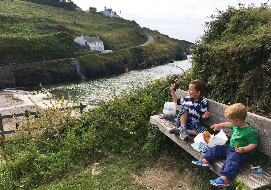 Port Gaverne Cornwall fish and chips