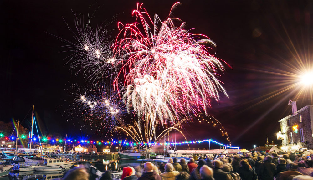 The annual fireworks display over the harbour at the Padstow Christmas  Festival. 6040ff798