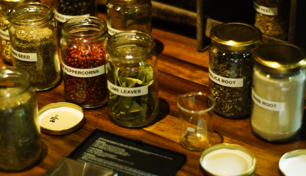 An Mor Hotel Bude Cornwall Gin Experience - choosing botanicals