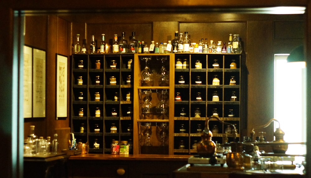 An Mor Hotel Bude Cornwall Gin School botanicals cabinet