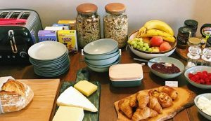 Sandy Duck Bed and Breakfast Hotel Falmouth, Cornwall, Breakfast spread