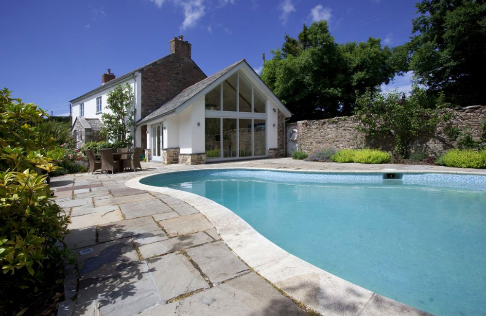 Group holidays in Cornwall. Large holiday homes