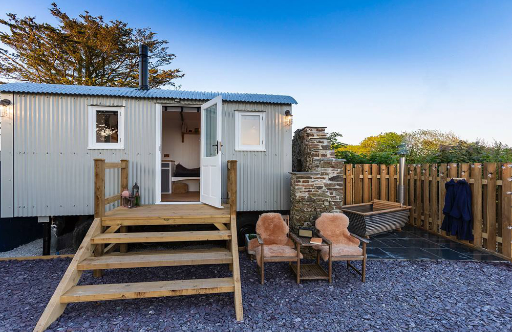 Hutterly Beautiful Glamping Shepherd's Hut Cornwall